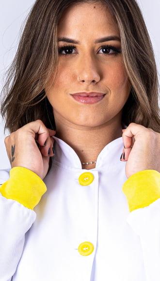 Jaleco Feminino Branco Acinturado com Punho Amarelo
